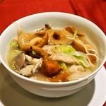 中華 うずまき - 2014.11 麺(ナメタケとヒラタケの軽い煮込みそば)