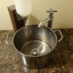 家系ラーメン とらきち家 - 「とらきち家」手洗い場が何気にオシャレ!