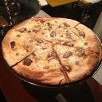 ベルニーニ麻布十番 - ポルチーニピザ