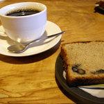 ならまち文庫 古書喫茶 ちちろ - パウンドケーキとコーヒー