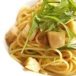 カフェ リストランテ オブリーオ - 帆立貝と京水菜の明太子パスタ白ワインソース