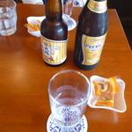 カフェ リトル・ウィング - 地ビールとプレミアムモルツ(確か両方とも600円)