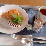 カフェ リン - 紅茶500円と林檎ケーキ300円