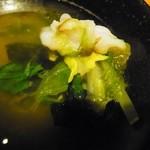 牛たん焼きしゃぶ 元祖たこしゃぶ 紅れや - タコをしゃぶしゃぶして野菜を巻いていただきます