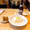 ぎょうざの満洲 - 料理写真:ビールにザーサイと奴