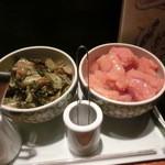 32409157 - 卓上、食べ放題の辛子高菜