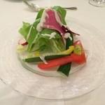 32409728 - 地元野菜のサラダ ドレッシングはブルーチーズ