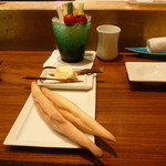 32415124 - スティックサラダとパン
