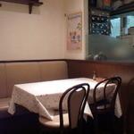 32416564 - 奥の厨房前のテーブル席