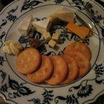 焼酎バー オミキ屋 - チーズ盛り合わせ