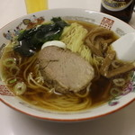 中華 カド - ラーメン500円(斜め上から)