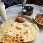 パラゴンカフェ - 料理写真:北インドカレー、ラッシー
