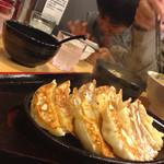 バガボンド丸 - 鉄板野菜餃子15個468円(税抜き)!