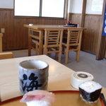 海舟寿し - テーブル席