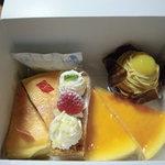 32430112 - 左から、ベイクトチーズケーキ、ミルフィーユ、スフレチーズケーキ、不二家モンブラン。