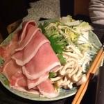 粋酔 - 黒豚肩ロースのしゃぶしゃぶ1400円代。お肉は美味しいんだけど、スープの味に飽きてしまいました。あとけっこうボリュームがありました。