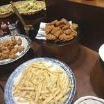アエン・テーブル - 揚げ物テーブル