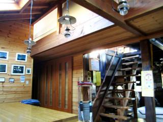 高見石小屋 - 階段を上がると宿泊スペース
