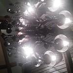 くらがり まさ - 天井のシャンデリア