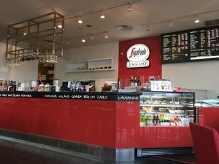 セガフレード・ザネッティ・エスプレッソ お台場店 - 2014/11 完全分煙で、左奥には喫煙エリアもある