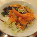 アリ シディーク - ランチのサラダ