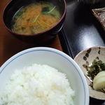 お食事処はやし原 - ごはんと味噌汁(あら汁)