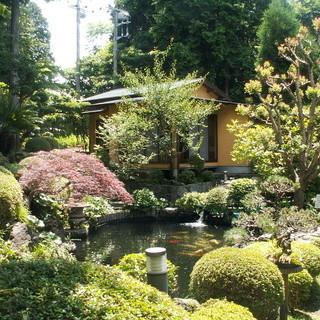庭園を眺めながら贅沢なお食事のひとときを・・・