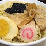 上野 大勝軒 - 「特製もりそば」つけ汁の中の具を麺に乗せて
