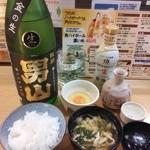 なか屋 - 日本酒「男山」と新藤さんの卵の卵かけご飯、お吸い物^^付