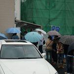 ぜんや - 雨の中でも大行列
