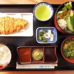32465919 - わたしが頂いた「浜松ポークのとんかつ定食」1,380円(税込)です。