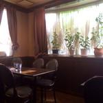 コーヒーカクタス - テーブル席。