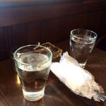 コーヒーカクタス - お冷とおしぼり♪