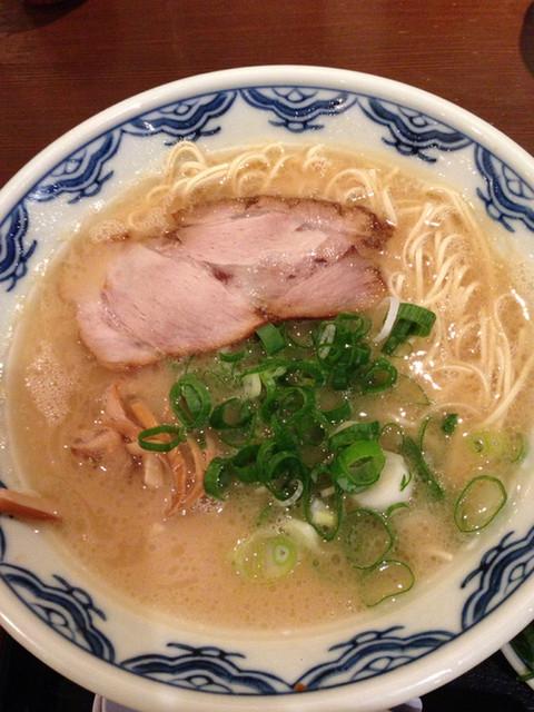 博多麺房 赤のれん 丸ビル店 - 博多らーめん 細麺バリカタ