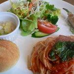 ビアンカ - パスタランチ ツナとほうれん草のトマトソース