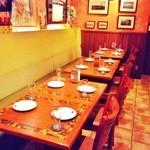 カフェ・ド・セントロ - お店の奥側ソファーシート席