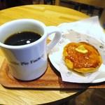 リトル・パイ・ファクトリー - アップルパイ、ドリップコーヒー