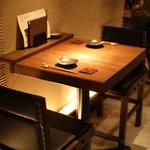 兎に角 - カウンター後ろ 2人掛けテーブル