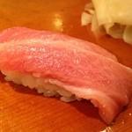 千代鮨 - 中トロをシャリ小で二貫目