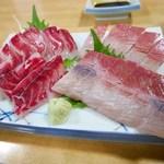 鯛安 - 料理写真:天然はまちと黒鯛のお造り