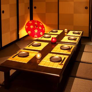 各種宴会に最適なお座敷やテーブル席の個室も完備。