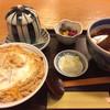 吉田家 - 料理写真:カツ丼 かけそばセット 1,080円 (左上はの茶碗内はサービスの天かす)