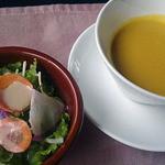 ビストロ・クニ - 料理写真:自家製ベーコンのカルボナーラ(スープ・ミニサラダ・パン・コーヒー付)1050円