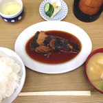 32492102 - 煮魚カレイ ¥450+ごはん味噌汁¥250