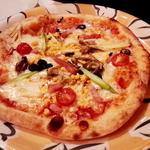 バンビーノ  - カプリチョーザのピザ。1410円。