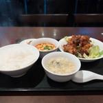 32494993 - 唐揚げの黒酢ソース&ミニマーボ 【サービスランチ】