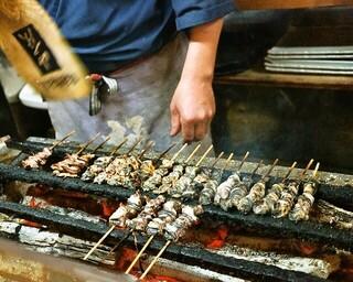 かぶと - 2014.11 焼き場で串を焼くのは大将