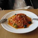 トレセミ - トマトとオリーブのパスタはソースと麺がとてもマッチ