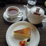 CAFE 饗茶庵 - ベークドチーズケーキ Photo By PEPOPA