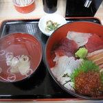おやじ丼屋 - 日替わり海鮮丼 650円